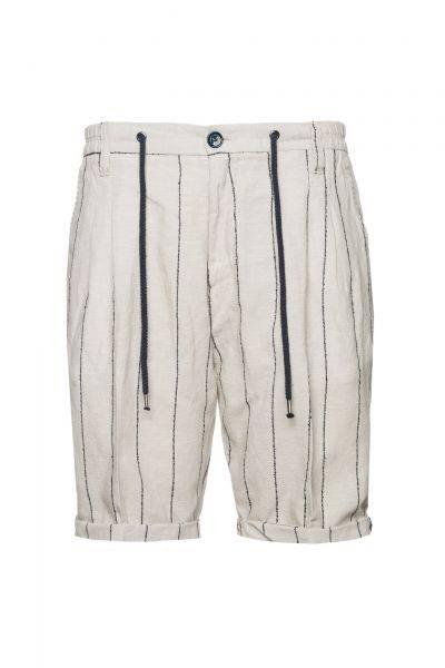 Bermuda-Shorts in Naturweiß